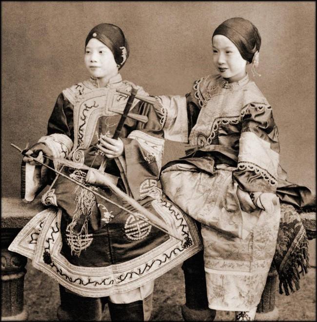 Tục Bó chân gót sen của Trung Quốc xưa: Hình ảnh những đôi chân rỉ máu và biến dạng khiến phụ nữ thời nay phải nín thở nổi da gà - Ảnh 16.