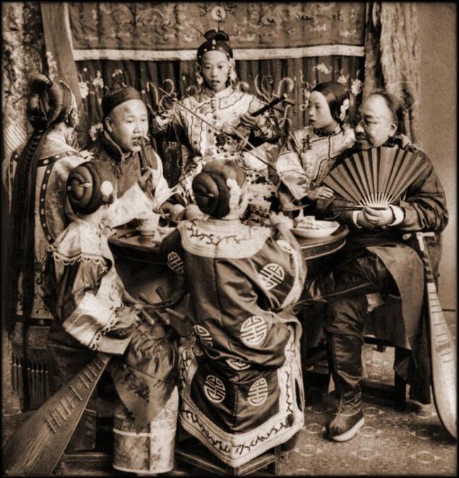 Tục Bó chân gót sen của Trung Quốc xưa: Hình ảnh những đôi chân rỉ máu và biến dạng khiến phụ nữ thời nay phải nín thở nổi da gà - Ảnh 19.