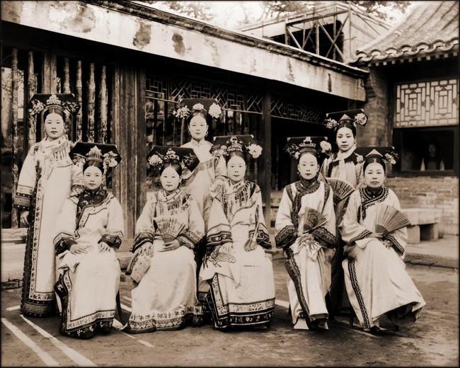 Tục Bó chân gót sen của Trung Quốc xưa: Hình ảnh những đôi chân rỉ máu và biến dạng khiến phụ nữ thời nay phải nín thở nổi da gà - Ảnh 21.