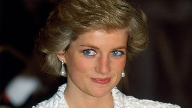 Không phải sắc màu mới mẻ và nổi bật, những màu son dễ đánh và trung tính mới là sự lựa chọn của phụ nữ Hoàng gia - Ảnh 12.