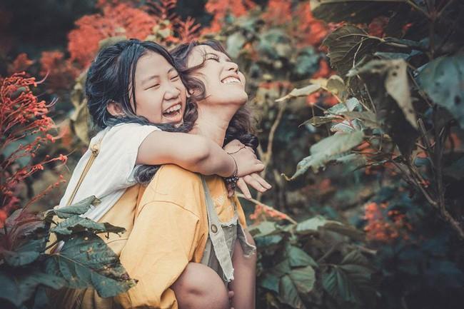 Đằng sau bộ ảnh chị em gái cách nhau 14 tuổi: Cùng mẹ nhưng khác cha, khác luôn cả họ, không ít lần bị hiểu lầm là mẹ con - Ảnh 7.
