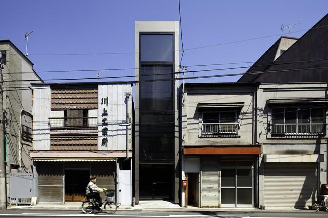 Với mặt tiền chưa đầy 2m, ngôi nhà ở Nhật Bản này cho chúng ta thấy với sự sáng tạo, không gì là không thể làm được  - Ảnh 1.