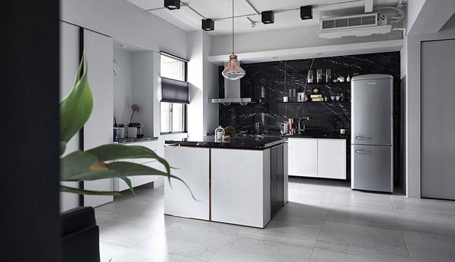 Chỉ với hai màu ghi và đen, căn hộ của cặp vợ chồng trẻ trở nên ấn tượng và cá tính bất ngờ  - Ảnh 10.