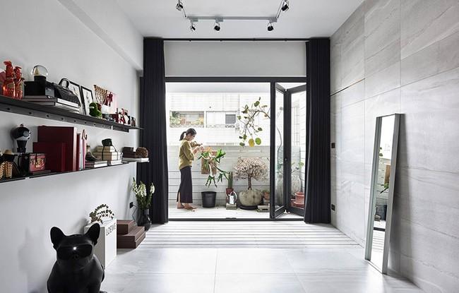 Chỉ với hai màu ghi và đen, căn hộ của cặp vợ chồng trẻ trở nên ấn tượng và cá tính bất ngờ  - Ảnh 9.