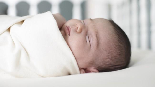 Hình ảnh này sẽ trả lời cho câu hỏi có nên dùng gối cho trẻ sơ sinh hay không? - Ảnh 3.