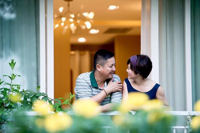 """Bà xã Chí Trung: Tiểu thư nhà giàu yêu trai nghèo - 40 năm """"bỏ qua hết lần này đến lần khác"""" khi chồng lạc chân rong chơi khắp chốn - Ảnh 3."""
