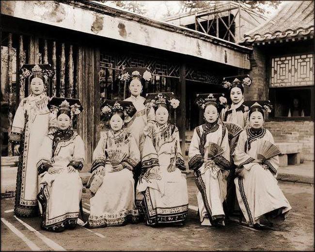 Dân tình lại ngã ngửa trước hình ảnh được cho là nhan sắc đời thực của Ngụy Anh Lạc và dàn phi tần nhà Thanh - Ảnh 8.
