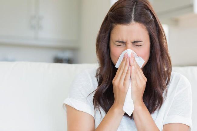 Chảy nước mũi không chỉ là triệu chứng của cảm lạnh mà có thể do bệnh nghiêm trọng khác, thậm chí cần phẫu thuật mới hết - Ảnh 2.