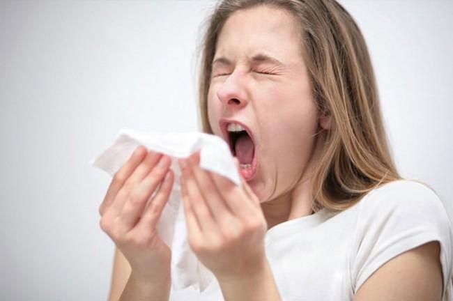 Chảy nước mũi không chỉ là triệu chứng của cảm lạnh mà có thể do bệnh nghiêm trọng khác, thậm chí cần phẫu thuật mới hết - Ảnh 3.