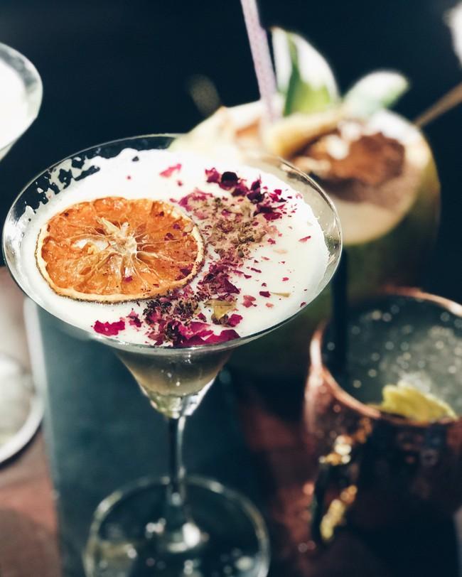 5 quán bar nhẹ nhàng xinh đẹp cho các quý cô Sài Gòn thư giãn sau giờ làm - Ảnh 4.