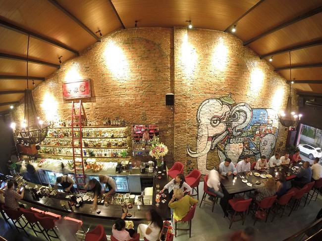 5 quán bar nhẹ nhàng xinh đẹp cho các quý cô Sài Gòn thư giãn sau giờ làm - Ảnh 10.