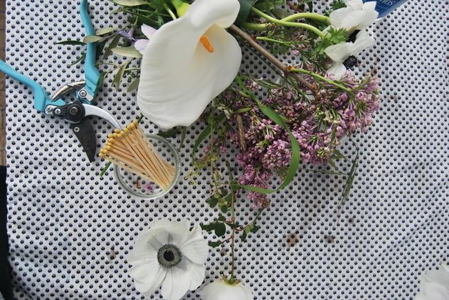 Mang vẻ đẹp tràn đầy sức sống của các loài hoa vào ngôi nhà với cách cắm hoa đơn giản  - Ảnh 5.