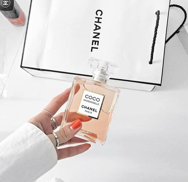 4 bước đơn giản giúp bạn tìm được mùi nước hoa chân ái, tránh tình trạng vừa mua đã chán - Ảnh 1.