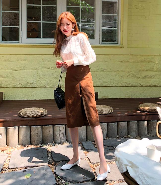 Tạm cất những thiết kế mỏng manh mềm mại, chân váy mùa thu năm nay lại thiên về kiểu đứng dáng thế này - Ảnh 10.