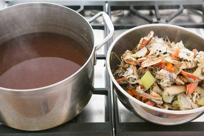 Ăn tôm, cua xong tôi không bao giờ đổ vỏ bởi có thể chế ra thứ nước dùng ngon ngọt giúp nồi canh tôi nấu lúc nào cũng hết veo - Ảnh 10.