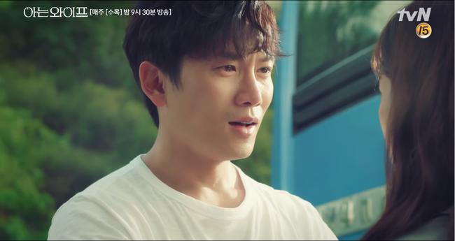 Chỉ vì muốn nói yêu Han Ji Min, Ji Sung suýt gây tai nạn giao thông nghiêm trọng - Ảnh 12.