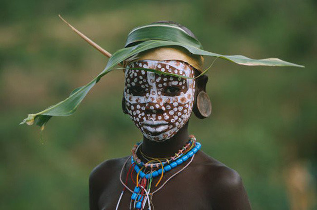 Có một nơi trên thế giới, phụ nữ chẳng cần đến đồ trang sức vẫn đẹp tự nhiên và rực rỡ không giống ai như thế này! - Ảnh 1.