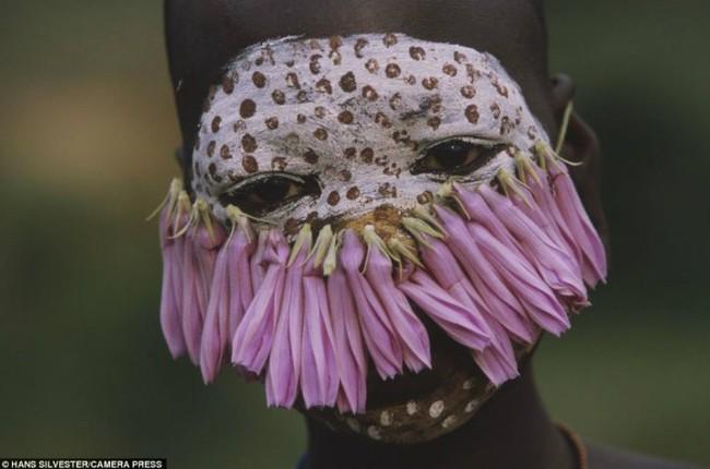 Có một nơi trên thế giới, phụ nữ chẳng cần đến đồ trang sức vẫn đẹp tự nhiên và rực rỡ không giống ai như thế này! - Ảnh 10.
