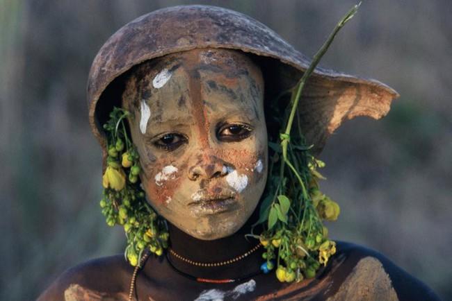 Có một nơi trên thế giới, phụ nữ chẳng cần đến đồ trang sức vẫn đẹp tự nhiên và rực rỡ không giống ai như thế này! - Ảnh 8.