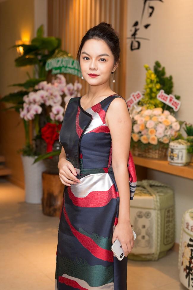 Phớt lờ tin đồn rạn nứt hôn nhân, Phạm Quỳnh Anh xuất hiện tươi tắn bên Hương Giang  - Ảnh 3.