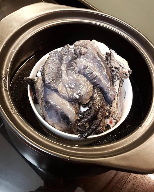 Mẹ khéo chăm con chia sẻ công thức nấu tinh chất gà ác chữa cảm lạnh cho bé không cần dùng thuốc - Ảnh 2.