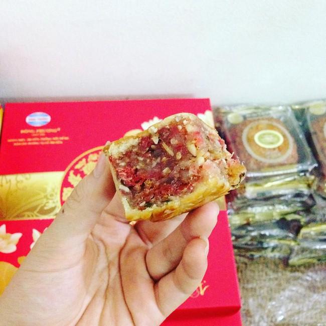 3 tiệm bánh Trung thu truyền thống nổi tiếng, cứ mùa trăng lại đông khách tấp nập  - Ảnh 9.