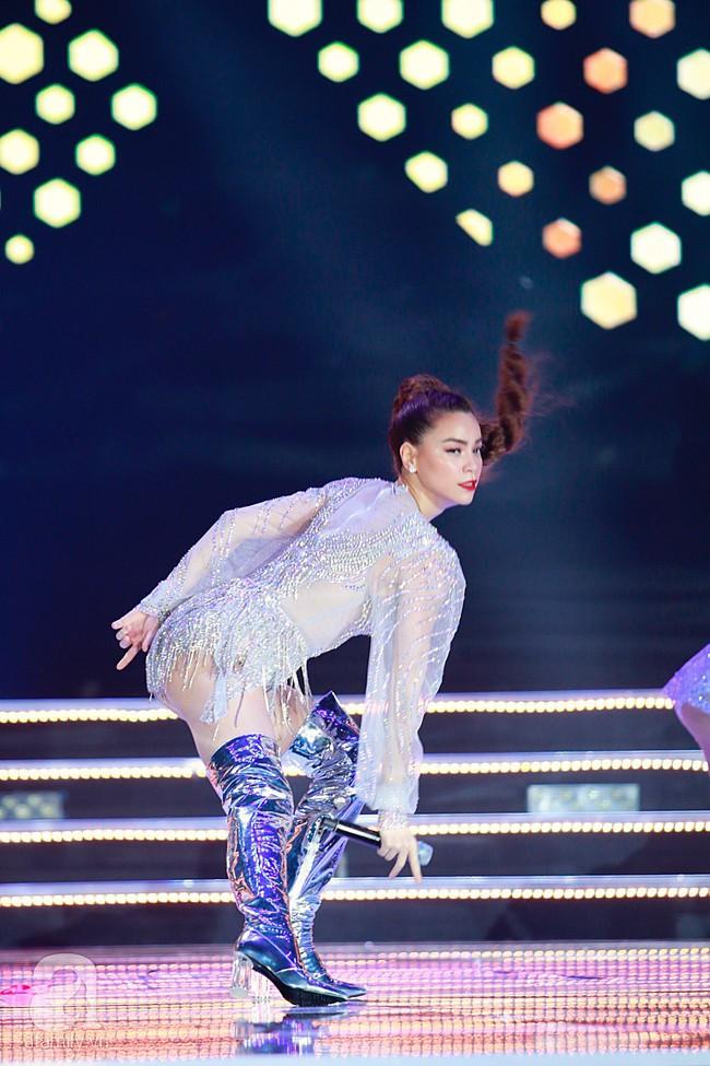 Hồ Ngọc Hà diện trang phục bó sát khuấy động sân khấu Chung kết Hoa hậu Việt Nam 2018 với 2 bản hit mới - Ảnh 9.