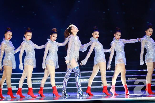 Hồ Ngọc Hà diện trang phục bó sát khuấy động sân khấu Chung kết Hoa hậu Việt Nam 2018 với 2 bản hit mới - Ảnh 4.