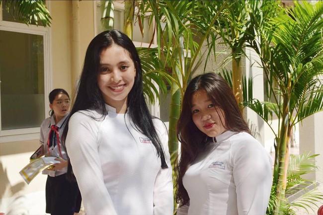 Tân Hoa hậu Việt Nam Trần Tiểu Vy bị bạn bè gọi bằng biệt danh lạ - Ảnh 2.