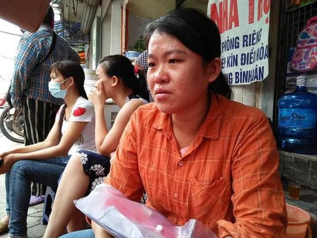 Mẹ nghèo khóc cạn nước mắt vì số tiền bán lợn để chữa ung thư cho con bị lửa thiêu rụi sau vụ hỏa hoạn trước cổng BV Nhi - Ảnh 4.