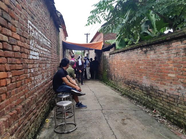 Bắc Giang: Con trai sát hại mẹ, đả thương vợ rồi tự sát gây rúng động làng quê nghèo - Ảnh 3.