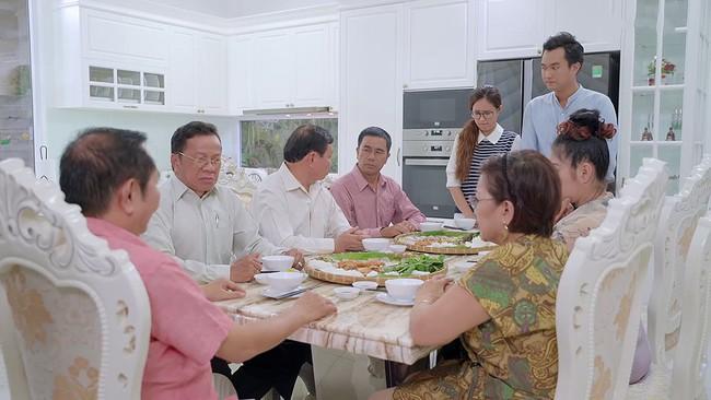 Sốc: Minh lừa gạt bố chồng nên lại bị hủy hôn trong tập 60 Gạo nếp gạo tẻ - Ảnh 1.