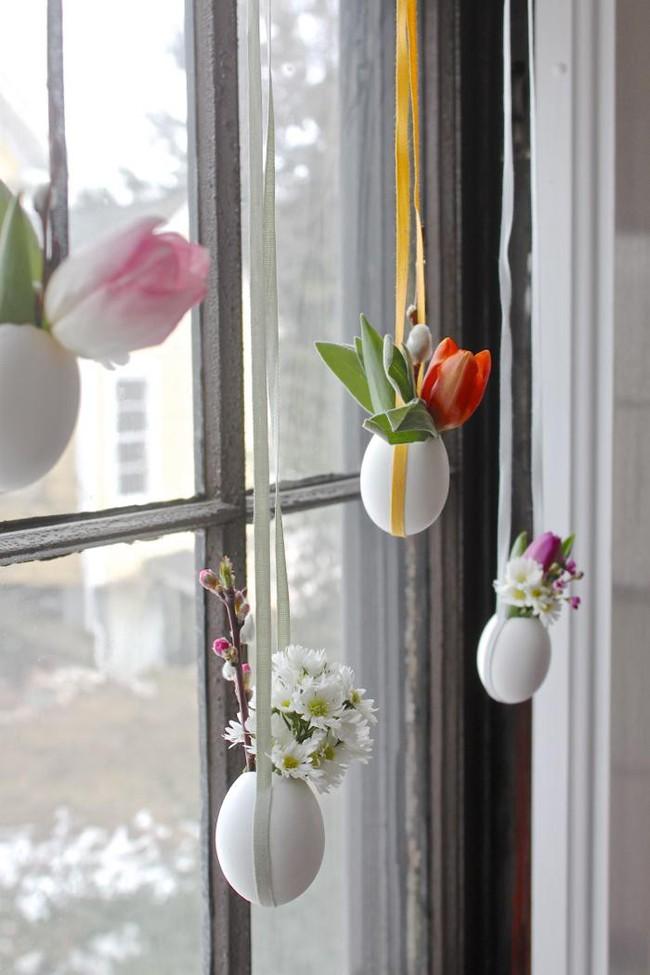 Khung cửa sổ lãng mạn bất ngờ với cách làm rèm hoa vỏ trứng vô cùng tiết kiệm chi phí - Ảnh 10.