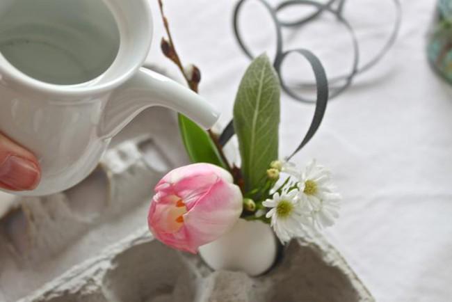Khung cửa sổ lãng mạn bất ngờ với cách làm rèm hoa vỏ trứng vô cùng tiết kiệm chi phí - Ảnh 7.