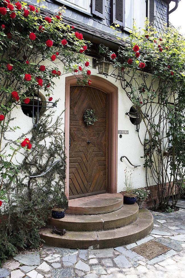 Ngôi nhà vườn ngập nắng rực rỡ sắc hoa nhìn thôi cũng đủ thấy lòng bình yên - Ảnh 3.