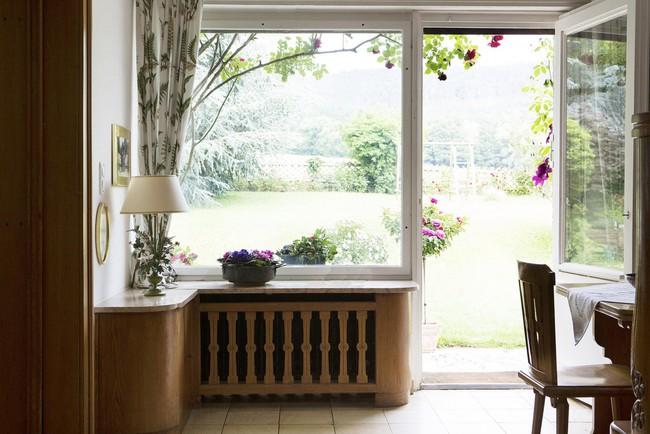 Ngôi nhà vườn ngập nắng rực rỡ sắc hoa nhìn thôi cũng đủ thấy lòng bình yên - Ảnh 5.