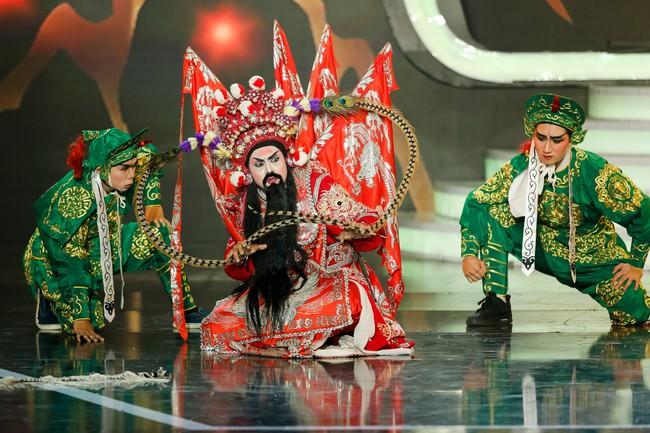 Hóa thân thành con Cám của NSƯT Thành Lộc, Duy Khánh xuất sắc giành ngôi vị Quán quân Gương mặt thân quen 2018 - Ảnh 14.