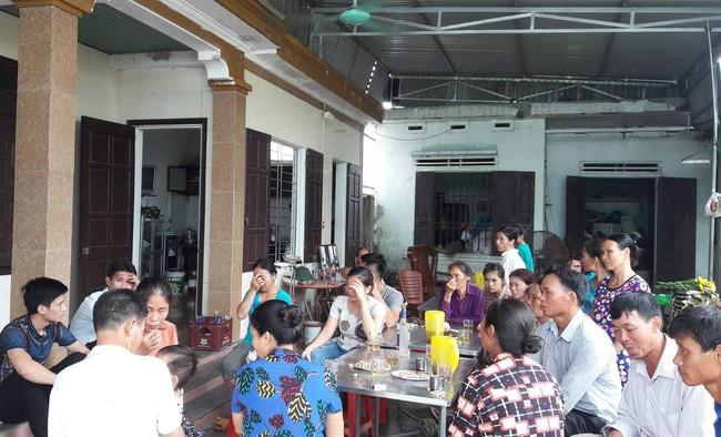 Vụ 3 người trong gia đình thương vong, nghi bị ngộ độc thức ăn tại Đà Nẵng: Chuyến đi định mệnh và ngày về đẫm nước mắt - Ảnh 1.