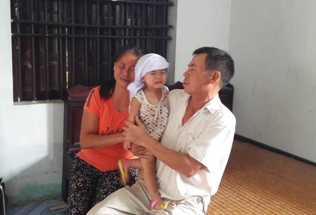 Vụ 3 người trong gia đình thương vong, nghi bị ngộ độc thức ăn tại Đà Nẵng: Chuyến đi định mệnh và ngày về đẫm nước mắt - Ảnh 2.