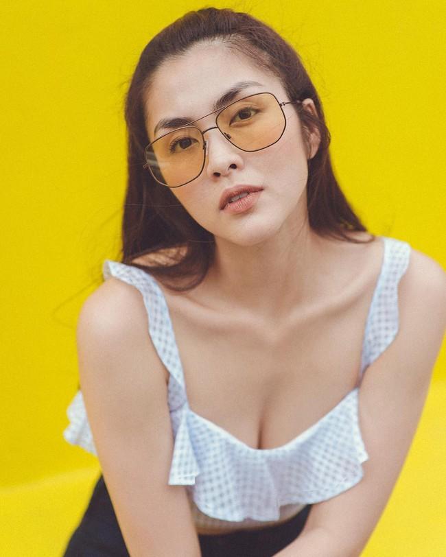 """Không dừng lại ở khoe lưng trần eo thon, giờ Hà Tăng đã diện áo hai dây để lộ thềm ngực sexy """"chết người"""" rồi đây! - Ảnh 1."""