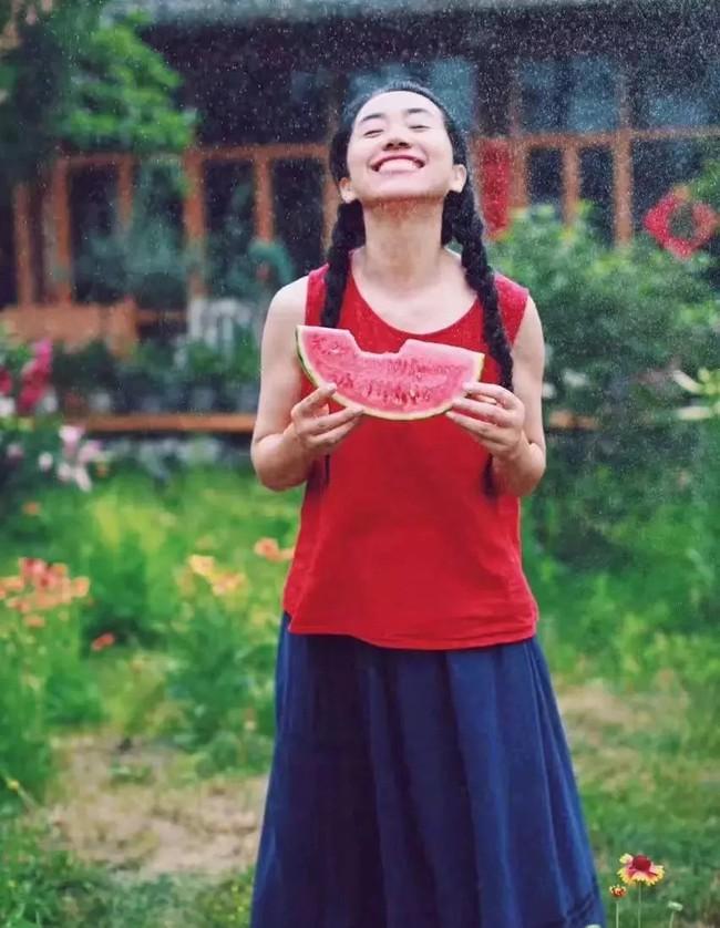 Cô gái độc thân sở hữu 1 nhà hàng và 1 căn nhà lúc nào cũng ngập tràn màu sắc của các loại hoa - Ảnh 7.