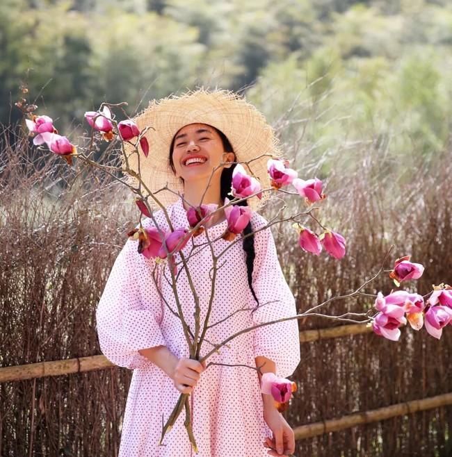 Cô gái độc thân sở hữu 1 nhà hàng và 1 căn nhà lúc nào cũng ngập tràn màu sắc của các loại hoa - Ảnh 4.