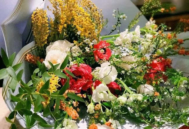 Cô gái độc thân sở hữu 1 nhà hàng và 1 căn nhà lúc nào cũng ngập tràn màu sắc của các loại hoa - Ảnh 8.