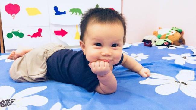 Từ một em bé gắt ngủ ghê gớm, mẹ luyện con tự ngủ ngoan và sâu giấc chỉ sau đúng 1 tuần - Ảnh 1.