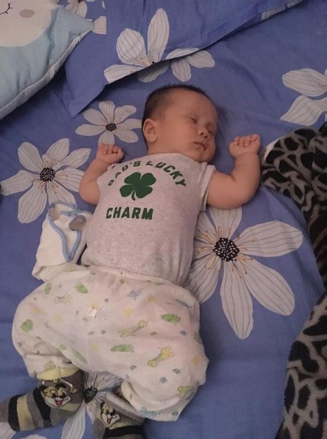 Từ một em bé gắt ngủ ghê gớm, mẹ luyện con tự ngủ ngoan và sâu giấc chỉ sau đúng 1 tuần - Ảnh 6.