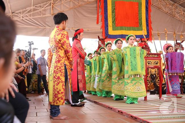 Hồ Ngọc Hà, Ngọc Trinh ăn vận kín đáo đến nhà thờ của Hoài Linh để dâng hương Tổ nghề - Ảnh 5.