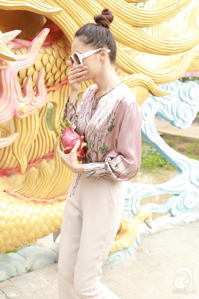 Hồ Ngọc Hà, Ngọc Trinh ăn vận kín đáo đến nhà thờ của Hoài Linh để dâng hương Tổ nghề - Ảnh 18.