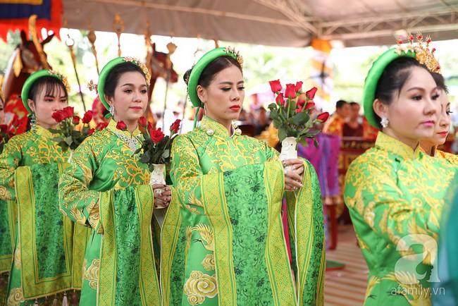 Hồ Ngọc Hà, Ngọc Trinh ăn vận kín đáo đến nhà thờ của Hoài Linh để dâng hương Tổ nghề - Ảnh 11.