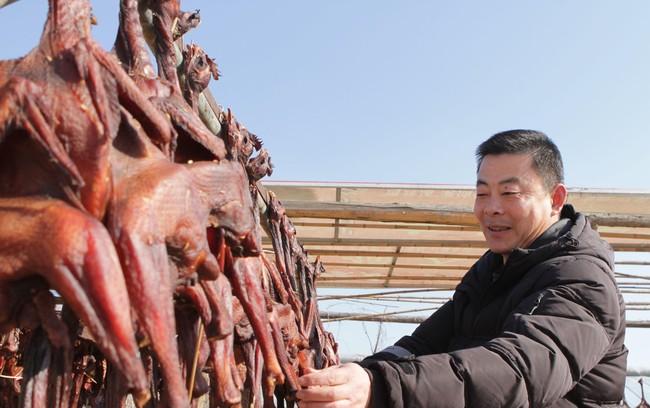 Gà hong gió - đặc sản có cái tên lãng mạn của cao nguyên Tây Tạng, được làm nên một cách tàn nhẫn từ những trái tim lạnh giá  - Ảnh 6.