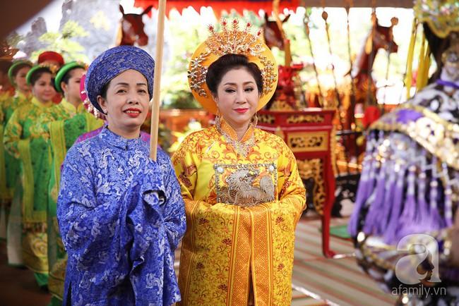 Hồ Ngọc Hà, Ngọc Trinh ăn vận kín đáo đến nhà thờ của Hoài Linh để dâng hương Tổ nghề - Ảnh 13.